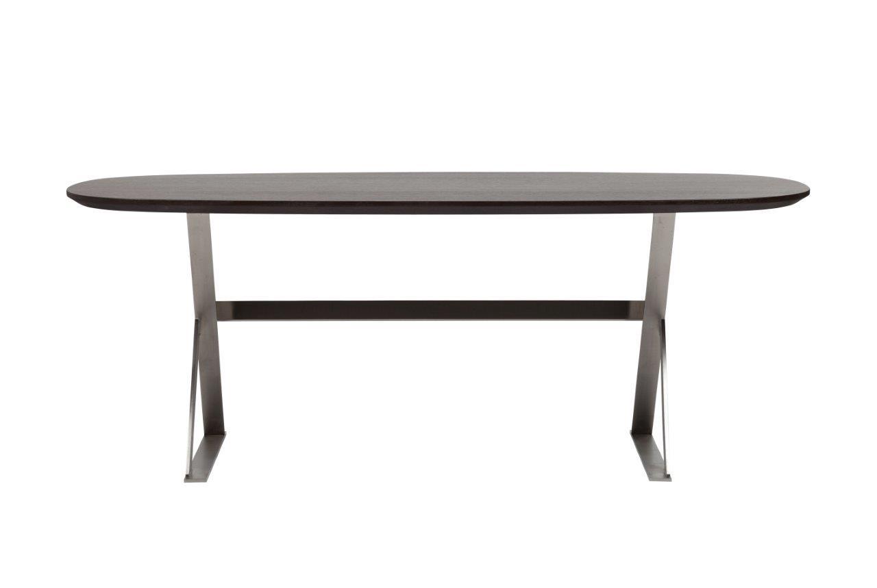 Стол Bellini Brown TwoОбеденные столы<br>Оригинальное подстолье из нержавеющей стали выглядит легким, несмотря на внулительную длину стола в 2 метра. Эта легкость дополнительно усиливается благодаря контрасту светлого металла с темной столешницей. Весит стол 55 кг.<br><br>Material: МДФ<br>Length см: 200<br>Width см: 100<br>Height см: 75