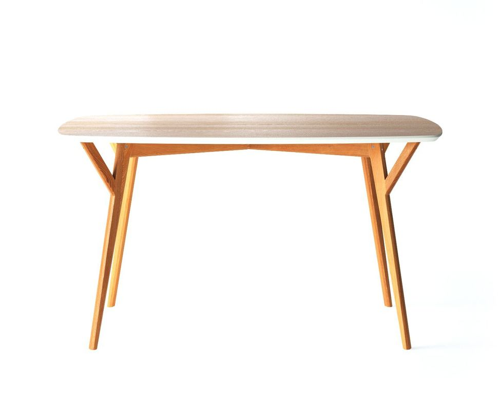 Cтол ProsoОбеденные столы<br>Стол Proso — эдакий &amp;quot;универсальный солдат&amp;quot; для любого помещения. Его ножки выточены из древесного массива и дополнительно укреплены для лучшей устойчивости. Столешница из МДФ окрашена на несколько оттенков темнее, имеет скругленные углы и яркую торцевую фаску.<br>Срок изготовления 10 рабочих дней.<br><br>Material: Дерево<br>Length см: 140<br>Width см: 80<br>Depth см: None<br>Height см: 75<br>Diameter см: None