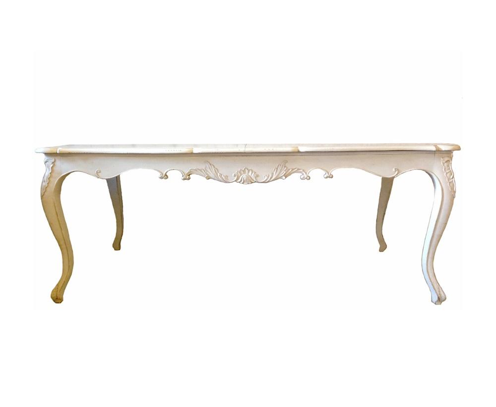 Стол Rallonge RegenceОбеденные столы<br>&amp;quot;Rallonge Regence&amp;quot; ? столкновение двух эпох, гармоничное слияние абсолютно разных стилей, оттого такое привлекательное. Стол, дизайн которого выполнен в стиле 1700-1730 годов, представляет собой квинтэссенцию классического оформления Людовика XIV и традиционного декора периода правления Людовика XV. Сохраняя строгие пропорции, предмет мебели становится более утонченным благодаря плавности линий и чувственности легких изгибов. Резные детали и патинирование придают сдержанным формам шарм винтажного шика. Создание роскошного интерьера особняка, родового гнезда с акцентом на его значимость и богатство, с таким столом будет действительно легким.<br><br>Material: Дерево<br>Length см: 300<br>Width см: 110<br>Height см: 78