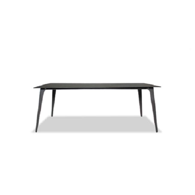 Стол КальдераОбеденные столы<br>ROOMERS – это особенная коллекция, воплощение всего самого лучшего, модного и новаторского в мире дизайнерской мебели, предметов декора и стильных аксессуаров. Интерьерные решения от ROOMERS – всегда актуальны, более того, они - на острие моды. Коллекции ROOMERS тщательно отбираются и обновляются дважды в год специально для вас.<br><br>Material: Тик<br>Width см: 200<br>Depth см: 100<br>Height см: 75