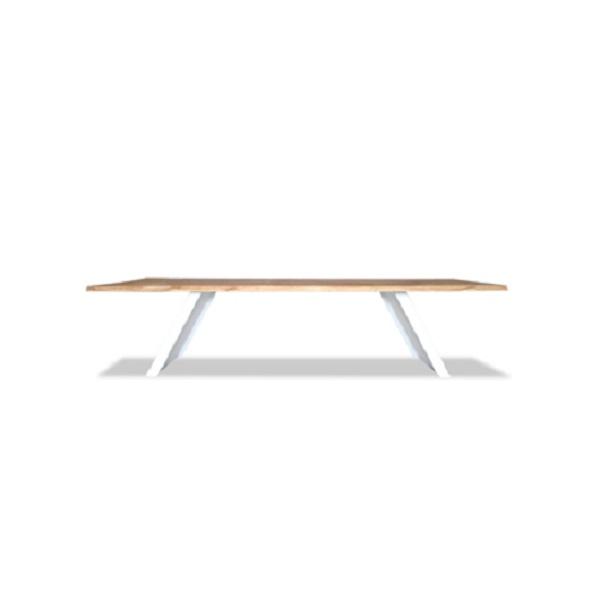 Стол КартензОбеденные столы<br>ROOMERS – это особенная коллекция, воплощение всего самого лучшего, модного и новаторского в мире дизайнерской мебели, предметов декора и стильных аксессуаров. Интерьерные решения от ROOMERS – всегда актуальны, более того, они - на острие моды. Коллекции ROOMERS тщательно отбираются и обновляются дважды в год специально для вас.<br><br>Material: Дерево<br>Width см: 300<br>Depth см: 106<br>Height см: 75