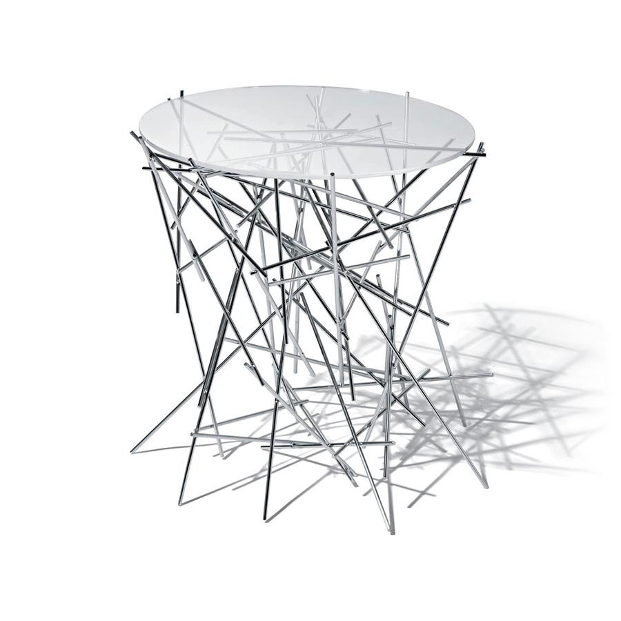 Столик кофейный Blow upКофейные столики<br>Маленький столик со стеклянной столешницей и основанием из нержавеющей стали.<br><br>Свежесть, новизна и поэзия: таковы доминанты серии Blow Up от братьев Фернандо и Умберто Кампаны. Стальные стержни, сложенные, как может показаться на первый взгляд, в случайном порядке, образуют причудливую игру пространства и формы. Этот узнаваемый мотив прослеживается во многих предметах, созданных талантливыми бразильцами.&amp;amp;nbsp;&amp;lt;div&amp;gt;&amp;lt;br&amp;gt;&amp;lt;/div&amp;gt;&amp;lt;div&amp;gt;&amp;lt;br&amp;gt;&amp;lt;/div&amp;gt;<br><br>Material: Стекло<br>Height см: 44<br>Diameter см: 45