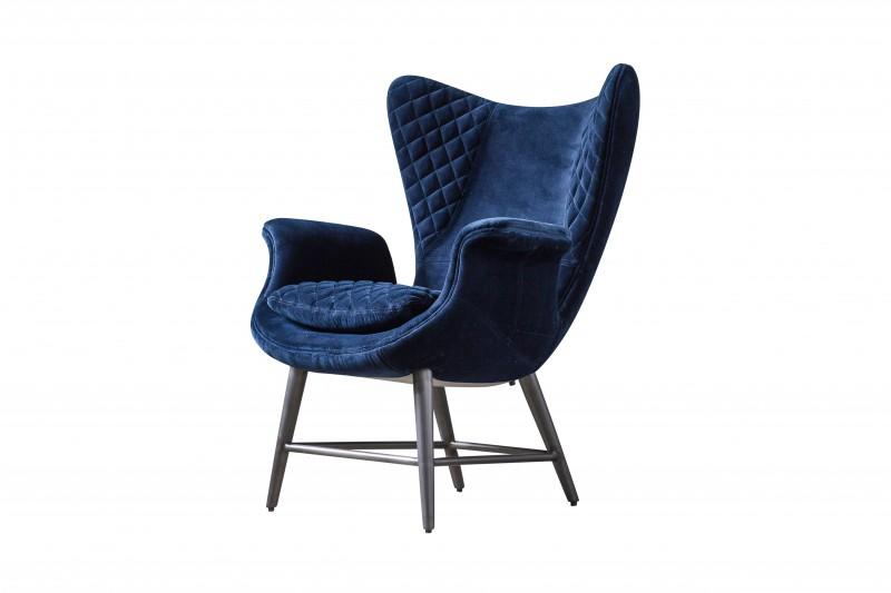 Кресло TudorКресла с высокой спинкой<br>Кресло Tudor в уютном синем велюре, влюбляет в себя с первого взгляда. В обшивке мебели велюр обладает большим количеством уникальных и важных для потребителя качеств: высокой устойчивостью к износу, упругостью, практичностью и надежностью - это действительно долговечный в эксплуатации материал. Велюр легко чистить от разного типа пятен, а его внешний вид всегда выглядит очень презентабельно.<br><br>Material: Велюр<br>Width см: 78<br>Depth см: 79<br>Height см: 101