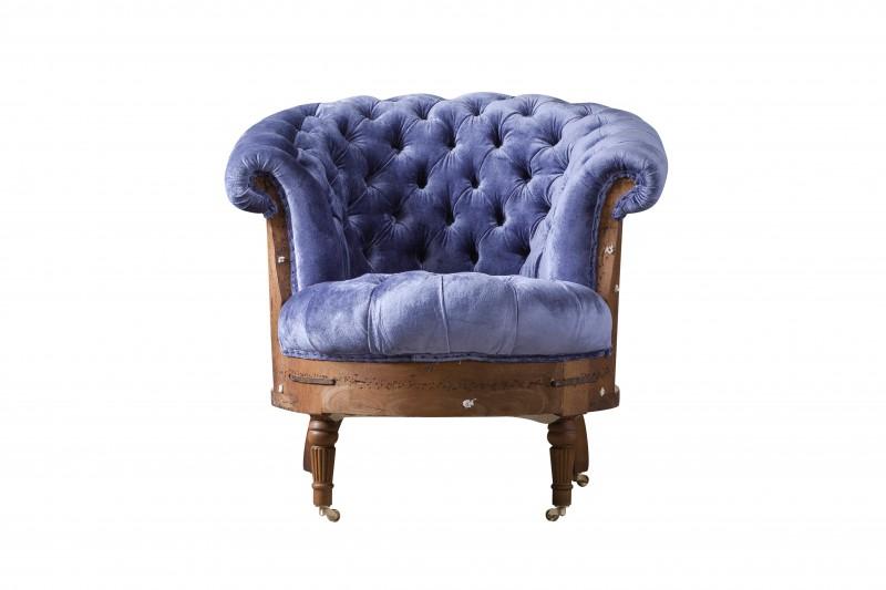 Кресло MelangИнтерьерные кресла<br>Кресло Melang цвета сирени великолепно подчеркнет индивидуальность своего хозяина.<br>Ножки кресла оснащены миниатюрными колесиками, благодаря чему передвинуть его не составит особого труда. Кресло декорировано каретной стяжкой и идеально дополнит гостиную в классическом стиле.<br><br>Material: Текстиль<br>Width см: 84<br>Depth см: 83<br>Height см: 83