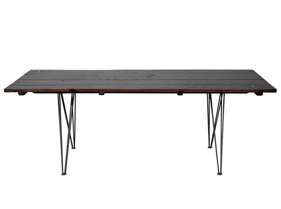 Стол Paige TableОбеденные столы<br>Кухонная мебель из натурального дерева говорит о приверженности к традиционным материалам. В конструкции обеденного стола &amp;amp;nbsp;&amp;quot;Paige Table&amp;quot; натуральное дерево искусно сочетается с металлическими ножками. Дизайнеры сыграли на разнородности материалов, смело объединив их в одном предмете. В результате, этот стол удовлетворит вкус и любителей экостиля, и поклонников хай-тековских элементов в интерьере.<br><br>Material: Дуб<br>Length см: 140<br>Width см: 76<br>Height см: 76