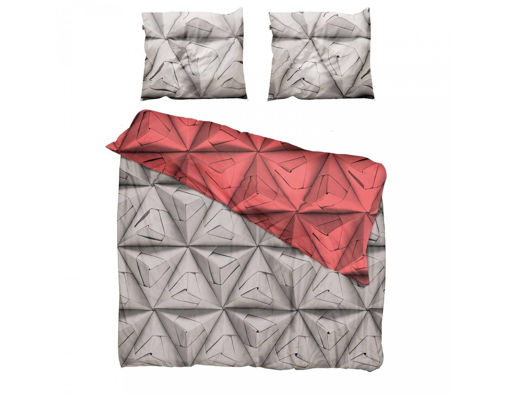 Комплект постельного белья Оригами красныйДвуспальные комплекты постельного белья<br>Мы обновили наш известный принт Geogami. Раньше он был пестрым, а теперь в нем сочетаются два контрастных цвета. На одной стороне-нейтральный серый цвет, а на другой-остромодный! Комплект существует в горчичном, васильковом и коралловом оттенках.&amp;amp;nbsp;&amp;lt;div&amp;gt;&amp;lt;br&amp;gt;&amp;lt;/div&amp;gt;&amp;lt;div&amp;gt;Материал: 100% хлопок ПЕРКАЛЬ (плотность ткани 214г/м2).&amp;amp;nbsp;&amp;lt;/div&amp;gt;&amp;lt;div&amp;gt;В комплект входит: пододеяльник 200х220см - 1 шт, наволочка 50х70см - 2 шт.&amp;lt;/div&amp;gt;<br><br>Material: Хлопок<br>Length см: 220<br>Width см: 200